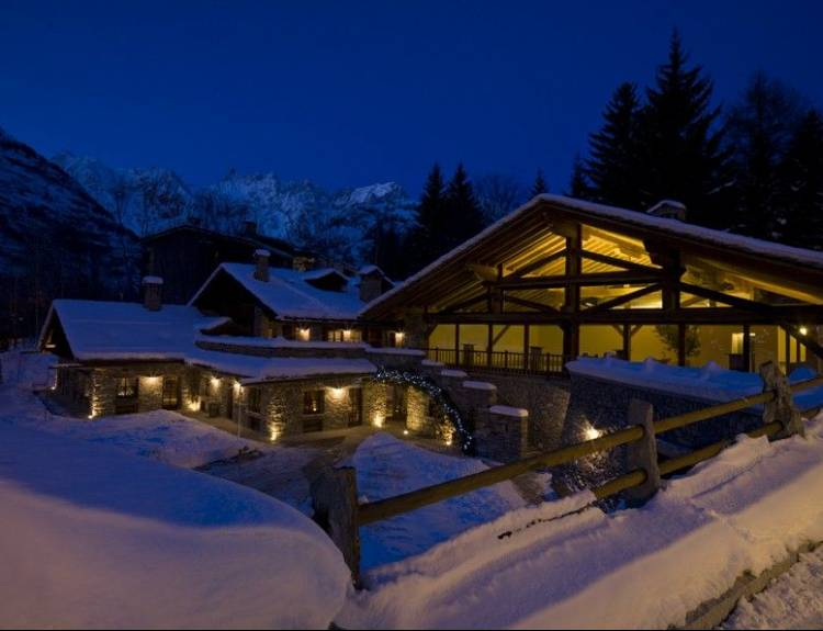 Au Coeur Des Neiges Chalet Resort 9