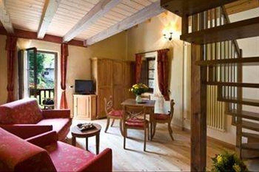 Maison hotel des 5 silences htel toiles with maison hotel des 5 silences perfect hotel relais - Mur incontri silence altek italia design ...